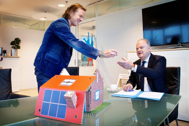 Veel belangstelling bij huurders voor proefproject met zonnepanelen