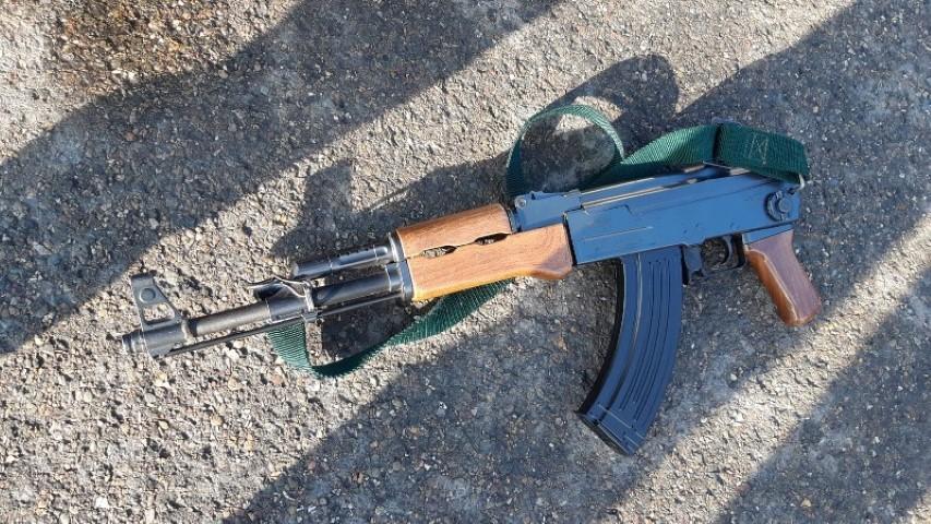 Consternatie voor rapclip met wapens en bivakmutsen