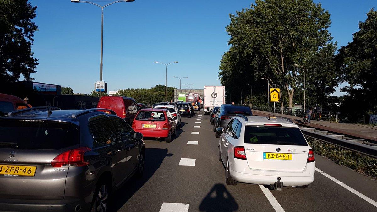 Verkeersinfarct bij Kruithuisweg door brugstoring
