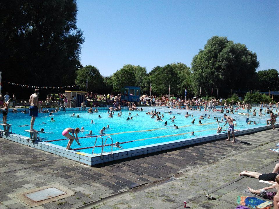 Zwembad de Waterman ontruimd na misdragingen jongeren