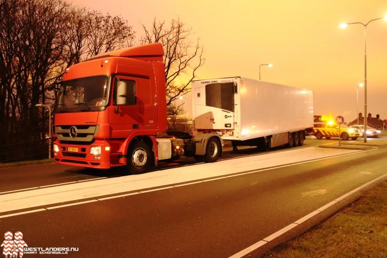Trailer schiet van truck op de N220