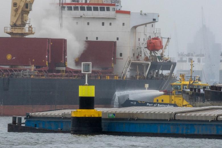GRIP 1 brand aan boord van schip