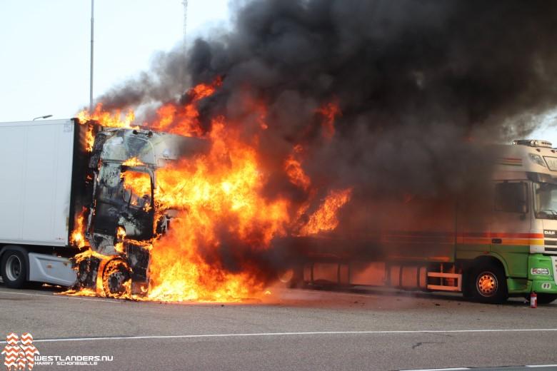 Gasexplosies tijdens dubbele vrachtwagenbrand bij Royal FloraHolland