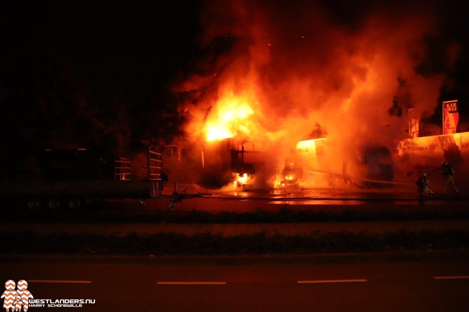 Drie vrachtwagens uitgebrand aan de Leehove