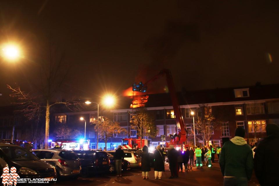Westlandse brandweer in actie voor grote portiekbrand en autobrand