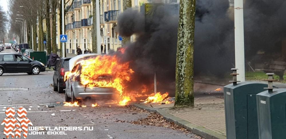 Autobrand aan de Aagje Dekenlaan
