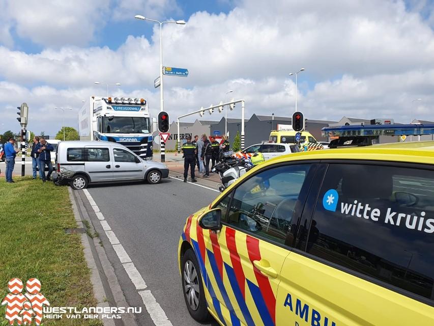 Automobilist gewond na forse aanrijding op N223