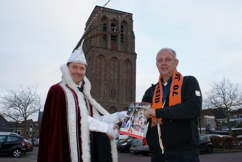 Eerste Theebukker voor jarig Oranje Comité