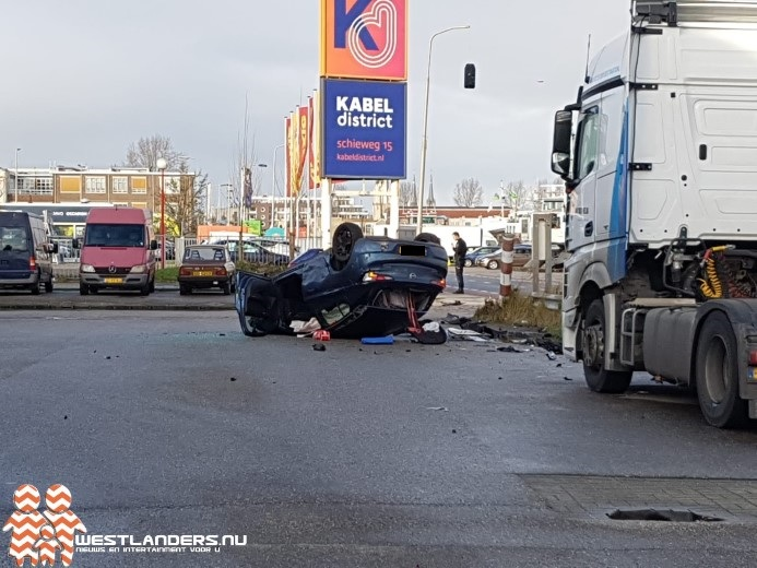 Gewonden na schuiver auto op de Schieweg