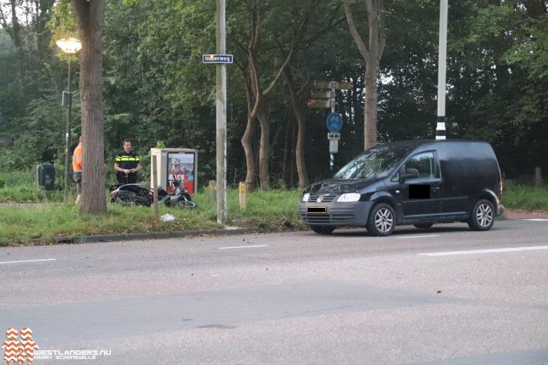 Scooterrijdster geschept door auto
