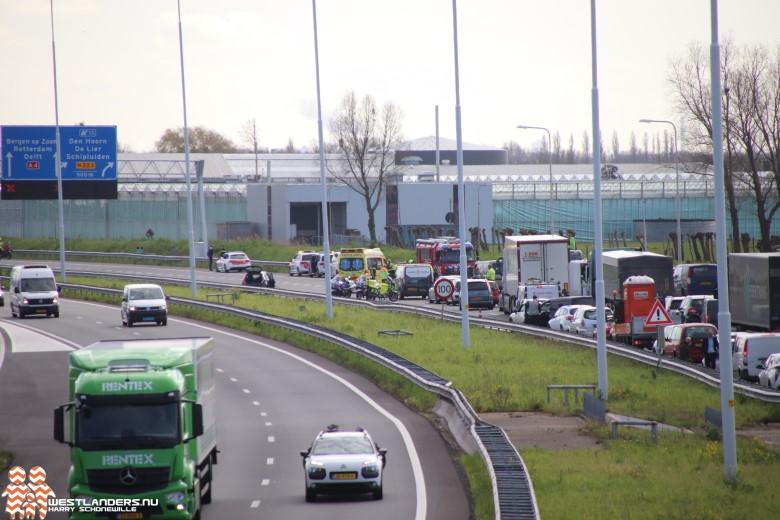 Automobiliste gewond na botsing met vrachtwagen