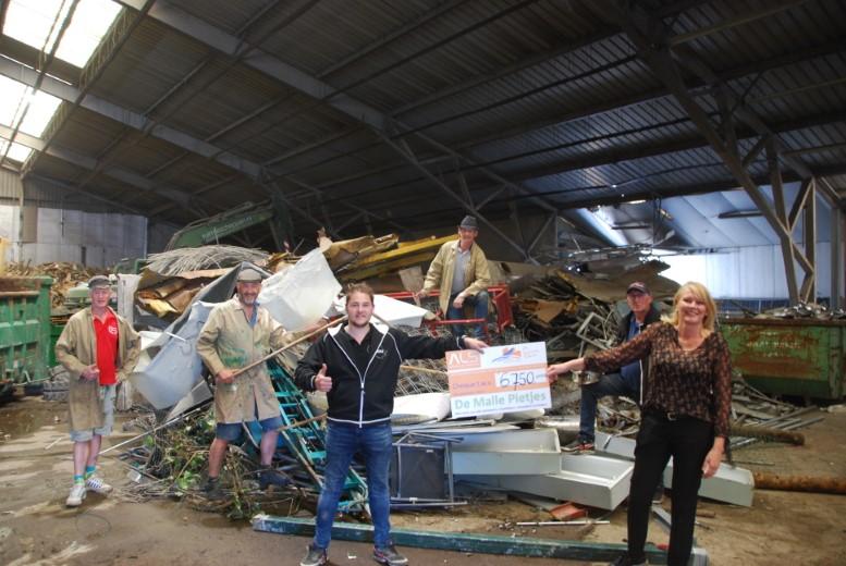 Malle Pietjes overhandigen cheque van € 6.750 voor ALS Westland