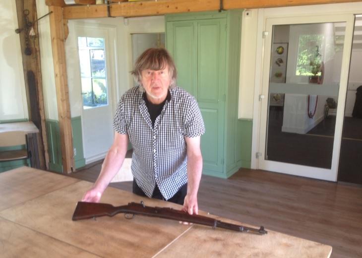2 geweren Atlanikwall-museum overgedragen aan Westlands Museum