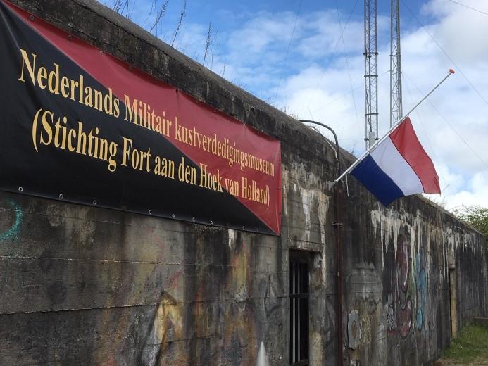 Bunker Bremen en Atlantikwall-museum vlaggen gezamenlijk