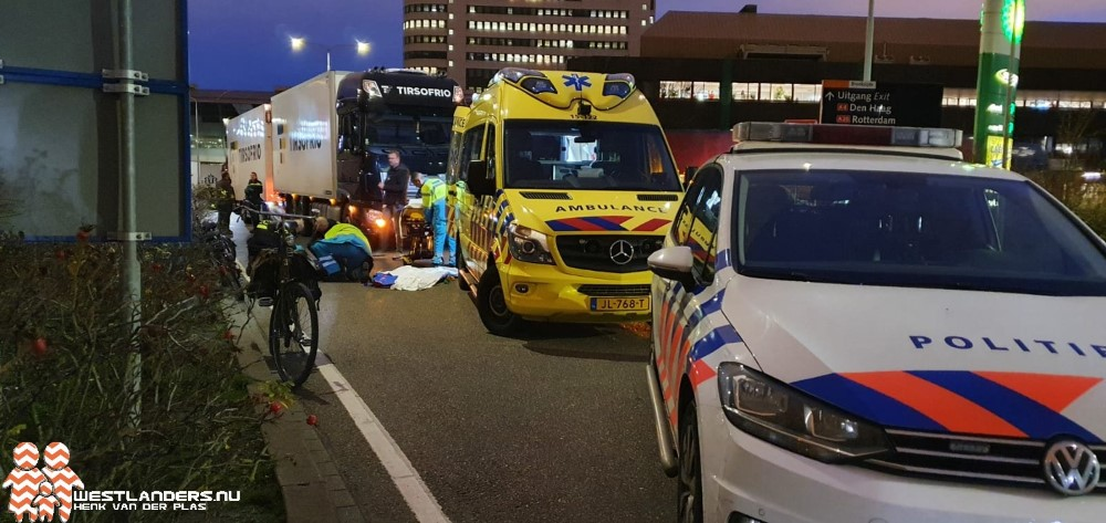 Fietser gewond na ongeluk met vrachtwagen