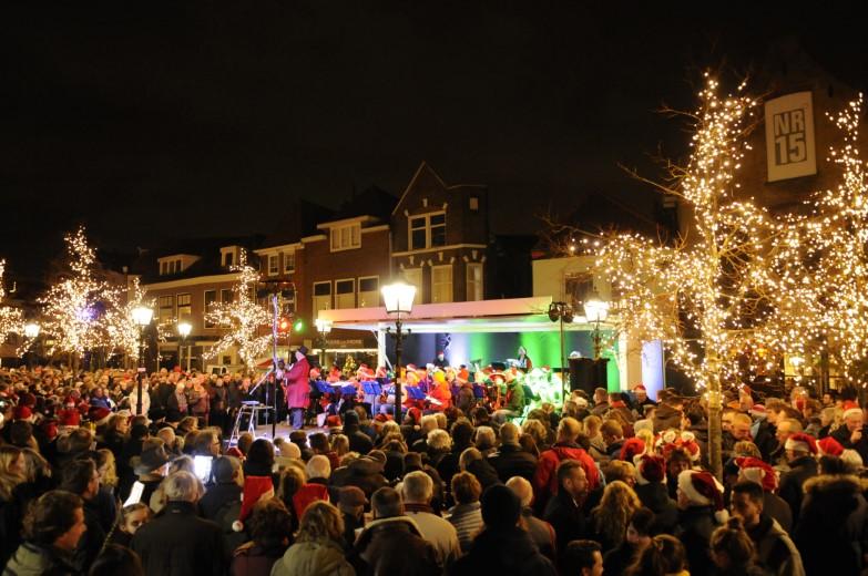 Kerstnachtzingen in Maassluis sneuvelt door COVID-19