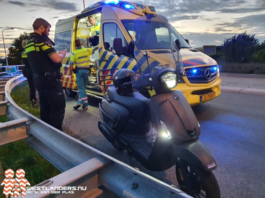 Scooterrijder gewond na ongeluk op N220