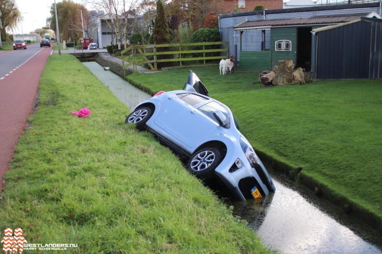 Auto te water aan de Lange Kruisweg