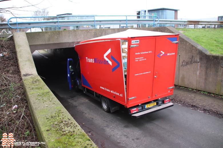 Bedrijfswagen wederom gestrand bij tunnel Nolweg