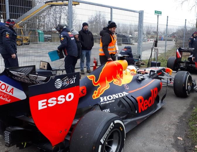 Naaldwijk schrikt wakker met Formule 1 geluiden