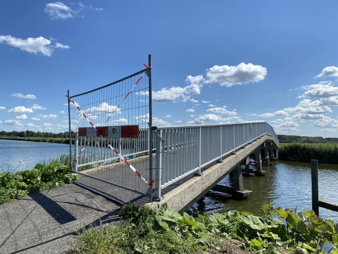 Fietsbrug Foppenplas afgesloten na aanvaring