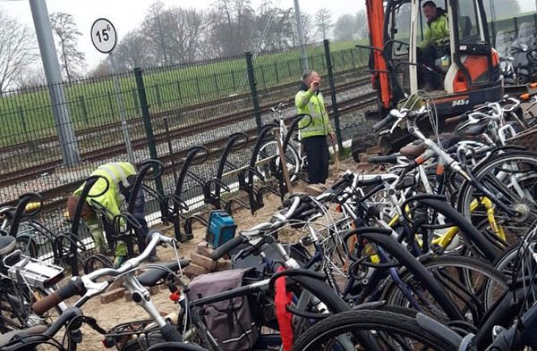 Extra fietsenrekken bij station Steendijkpolder