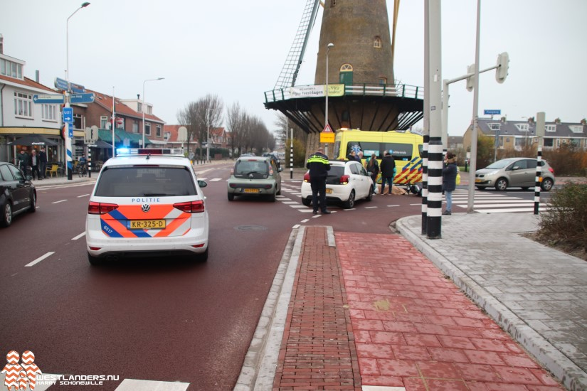 Scooterrijdster gewond bij ongeluk Molenweg