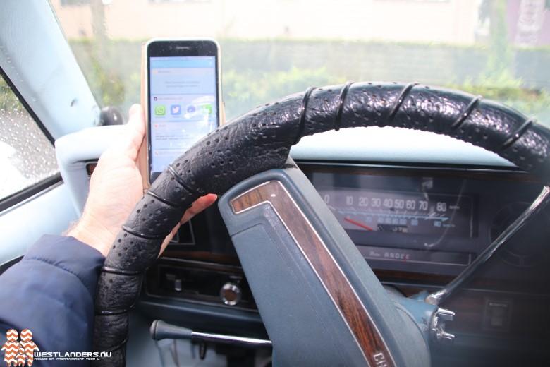 Bellen zonder vasthouden smartphone in auto niet strafbaar