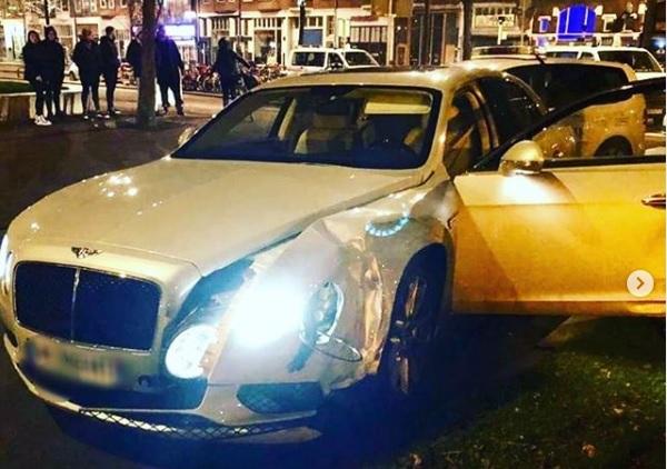 Gestolen Bentley crasht in Rotterdam