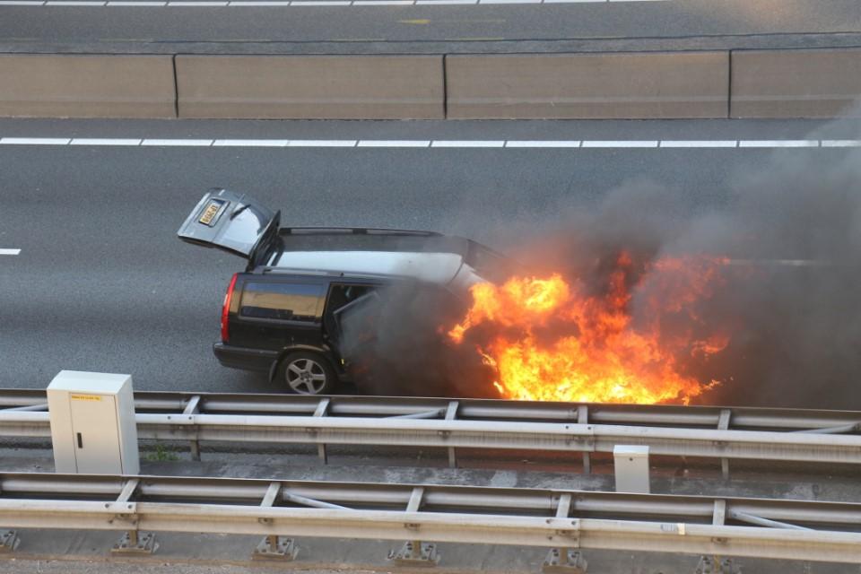 Autobrand bij de Beneluxtunnel