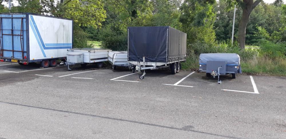 Vrachtwagenparkeerplaats Schipluiden een rommeltje
