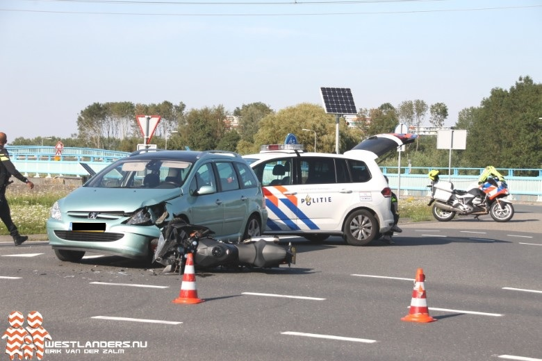 Motorrijder gewond bij ongeluk Klaas Engelbrechtsweg