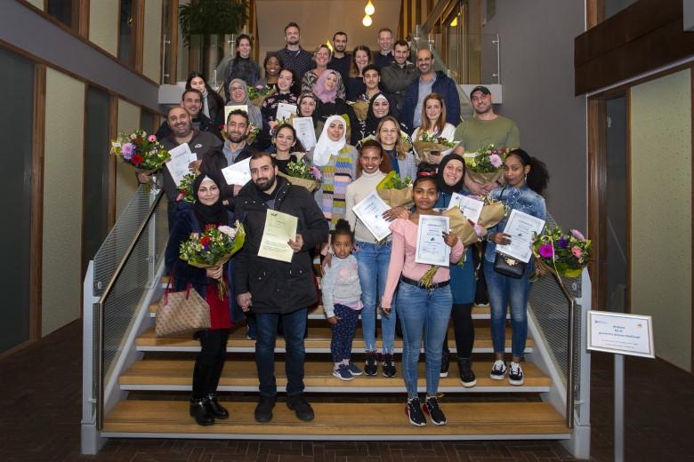 Statushouders krijgen hun 1e Nederlandse diploma