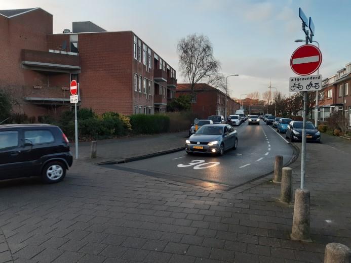 Collegevragen over eenrichtingsverkeer Frederik Hendrikstraat