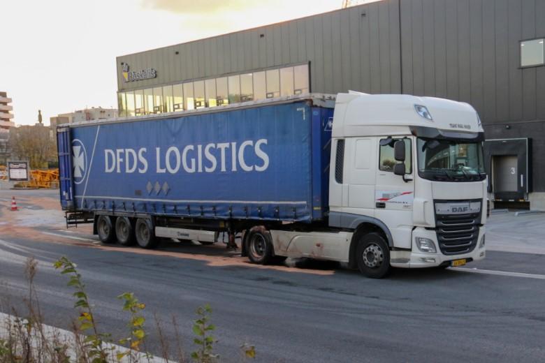 Chauffeur rijdt dieseltank lek