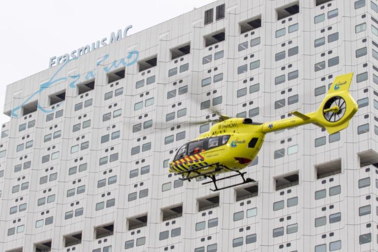 Lifeliner 5 haalt eerste coronapatiënt op bij EMC