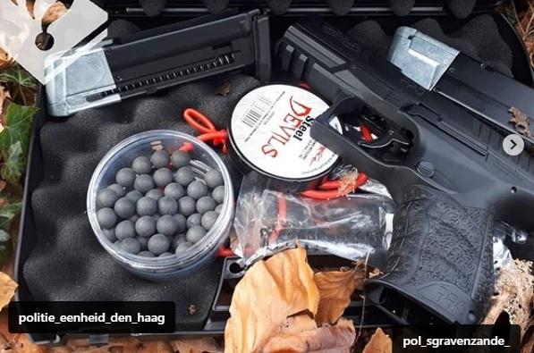 Man met vuurwapen aangehouden in bos