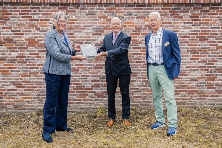 Fruitmuur in Wateringen krijgt gedenksteen