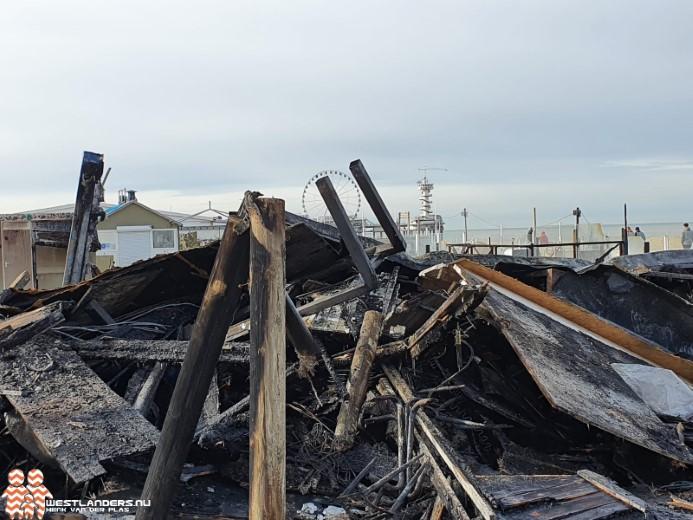 Brand legt strandpaviljoen in de as