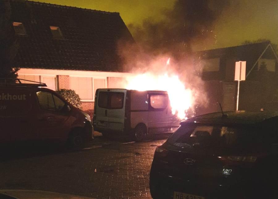 Voertuigbrand aan de Bleijenburg