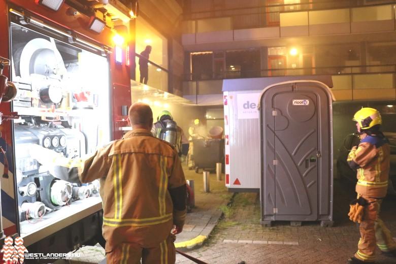Veel rookontwikkeling door binnenbrand met huisvuil