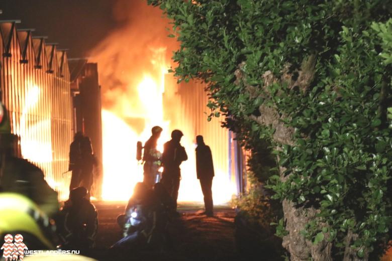Grote brand bij stalling Opstalweg