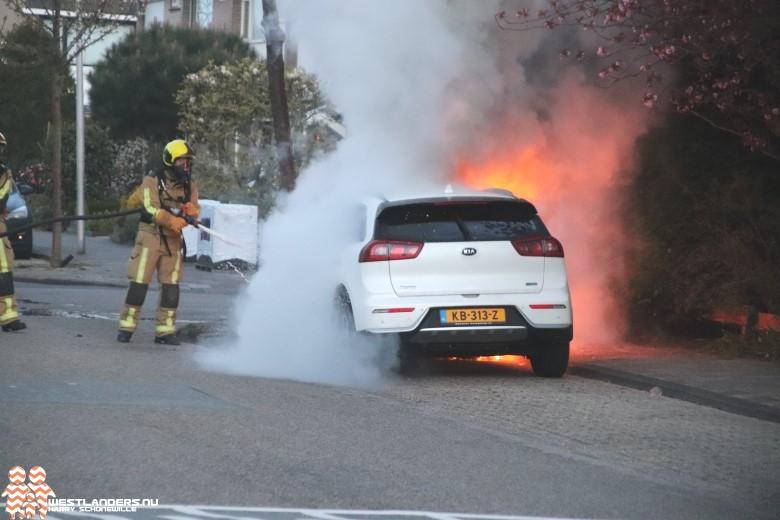 Hybride autobrand aan de Bachlaan