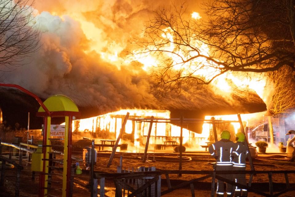 Grote uitslaande brand in Plaswijckpark