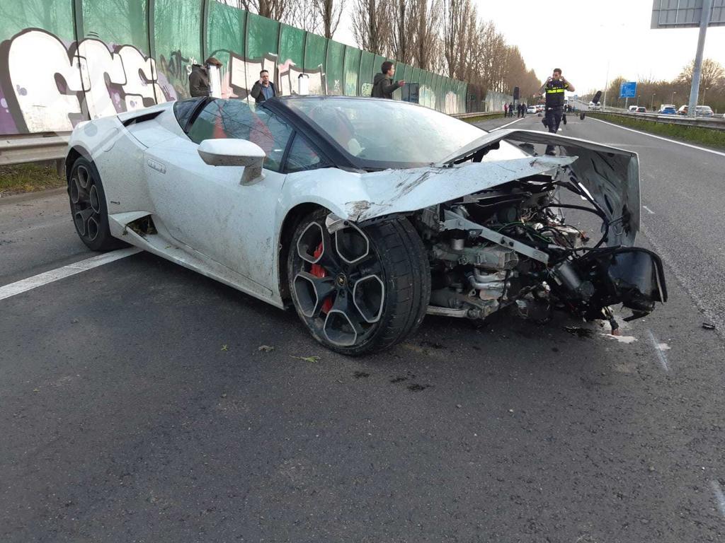 Inzittenden Lamborghini gevlucht na crash