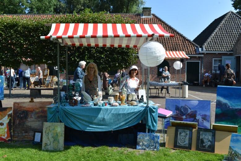 Montmarte Markt in het Hofpark groot succes.