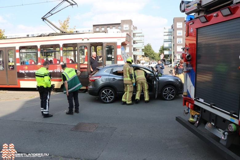 Automobilist vlucht na botsing tegen tram
