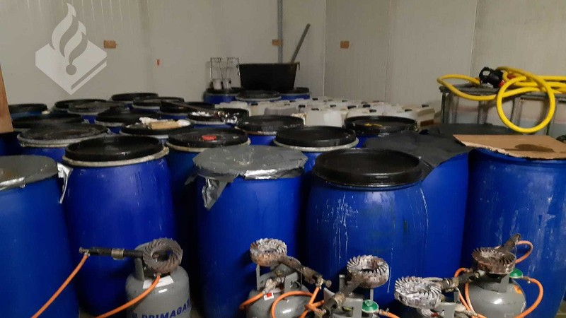 Hoekenezen gearresteerd tijdens inval bij drugslab