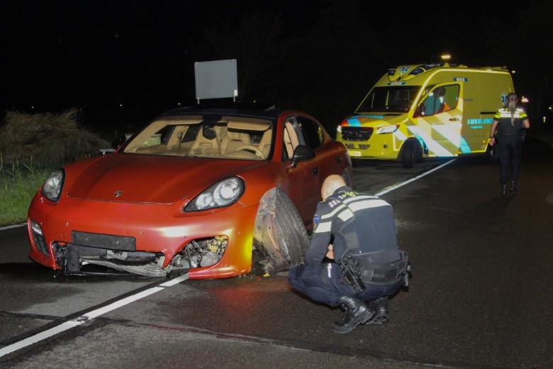 Peperdure Porsche crasht op Haakweg