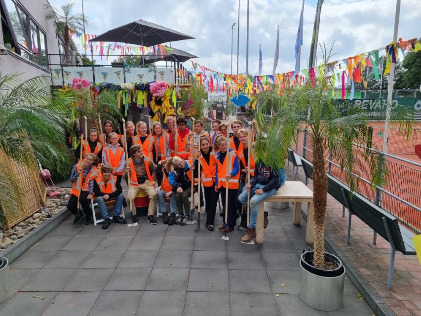 Vrijwilligerswerk door Leidse studenten in Westland